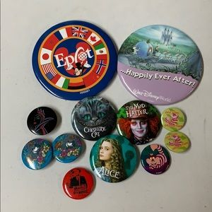Lot of 12 pin back buttons DIsney